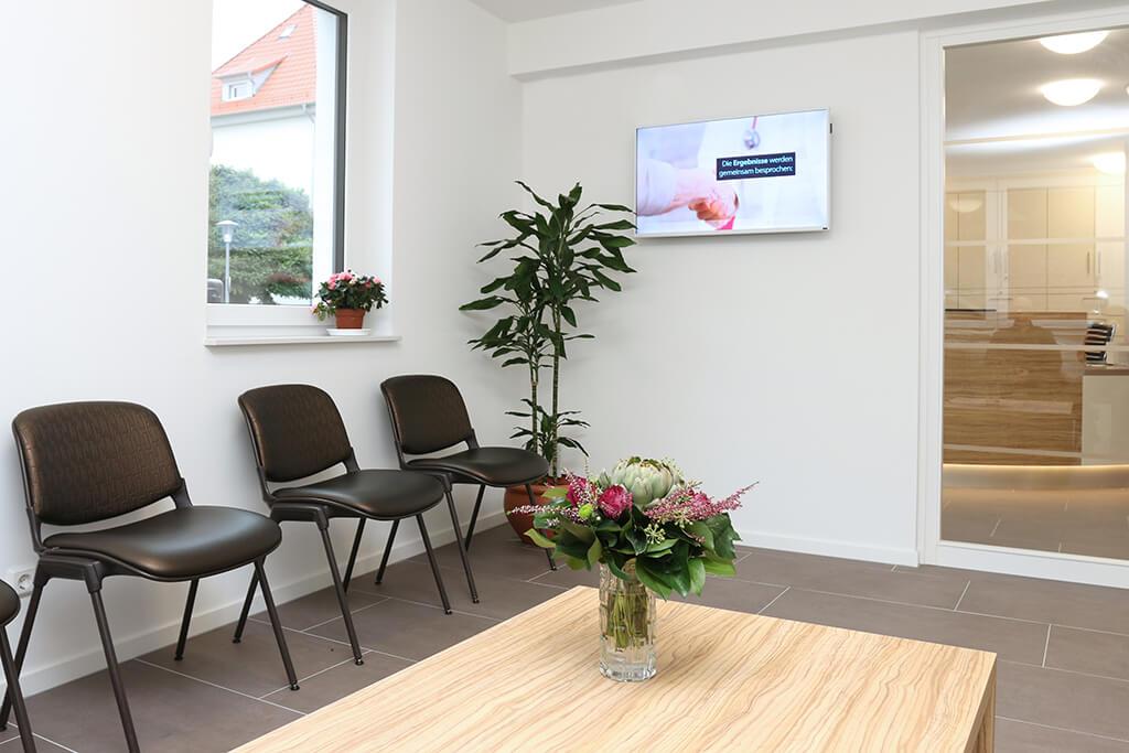 Wartezimmer in der Praxis von Hausärztin Anna Fomina in Göttingen